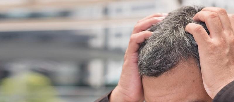 Jakie są przyczyny siwienia włosów?
